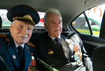 «ТаксовичкоФ» и «ГрузовичкоФ» поздравили ветеранов С Днём Победы