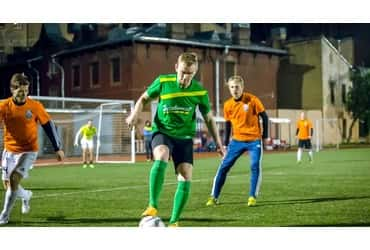 «ГрузовичкоФ» отпраздновал победу в матче одиннадцатого тура Чемпионата города по футболу