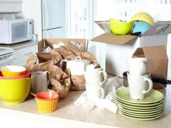 Упаковка посуды при переезде: фужеры должны биться только на счастье