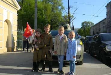 «ГрузовичкоФ» и «ГрузовичкоФ» поддержали реконструкцию Дня Победы в Таврическом парке