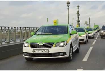 Водители «ГрузовичкоФ» и «ТаксовичкоФ» отметили свой профессиональный праздник на дорогах Петербурга