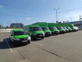 Трехсотметровая автоколонна Газелей сервиса «Грузовичкоф» проехала по Москве.